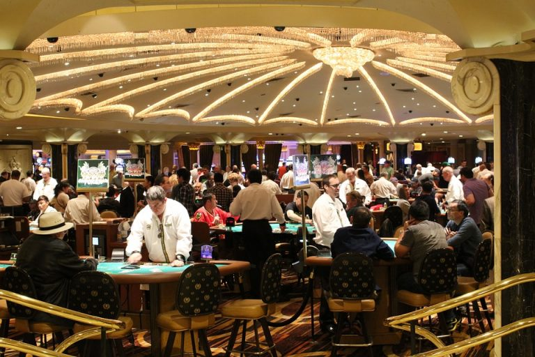Blackjack casino avec croupier
